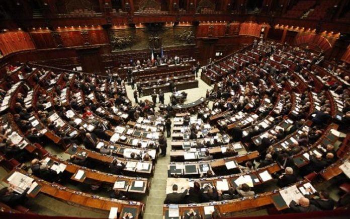 Taglio parlamentari codacons con 600 membri risparmio di for Numero membri camera dei deputati